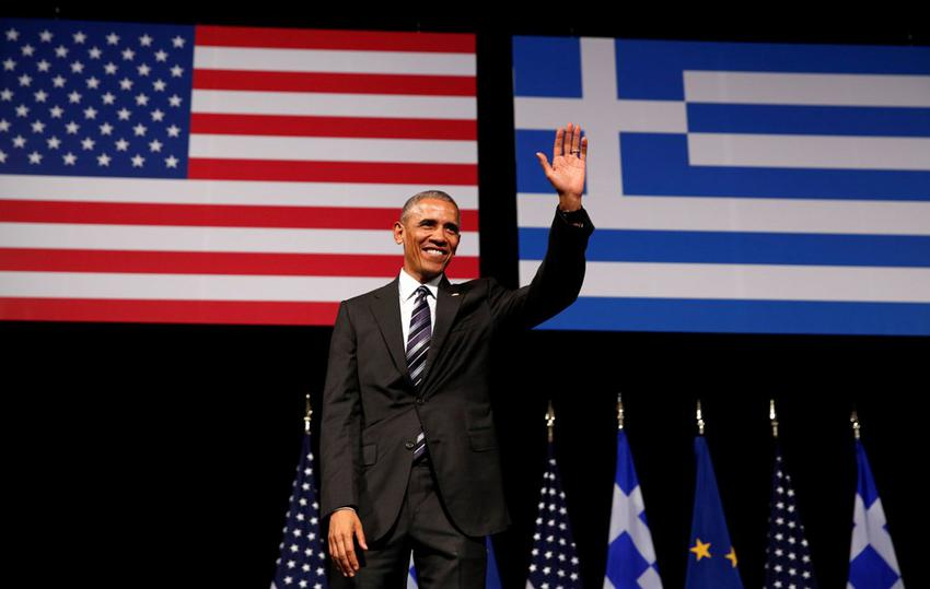 U.S. President Barack Obama acknowledges applause after delivering a speech at the Stavros Niarchos Foundation Cultural Center in Athens, Greece November 16, 2016.   REUTERS/Kevin Lamarque